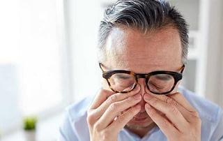 ophthalmologist eye surgeon cataract surgery